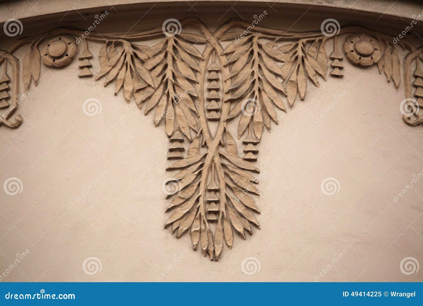 Download Dekorative Mit Blumendekoration Auf Dem Art Nouveau-Gebäude Stockbild - Bild von skulptur, dekor: 49414225