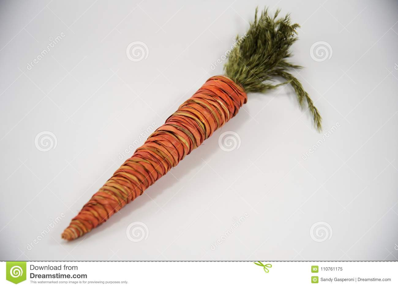 Dekorative orange Karotte Ostern-Strohs
