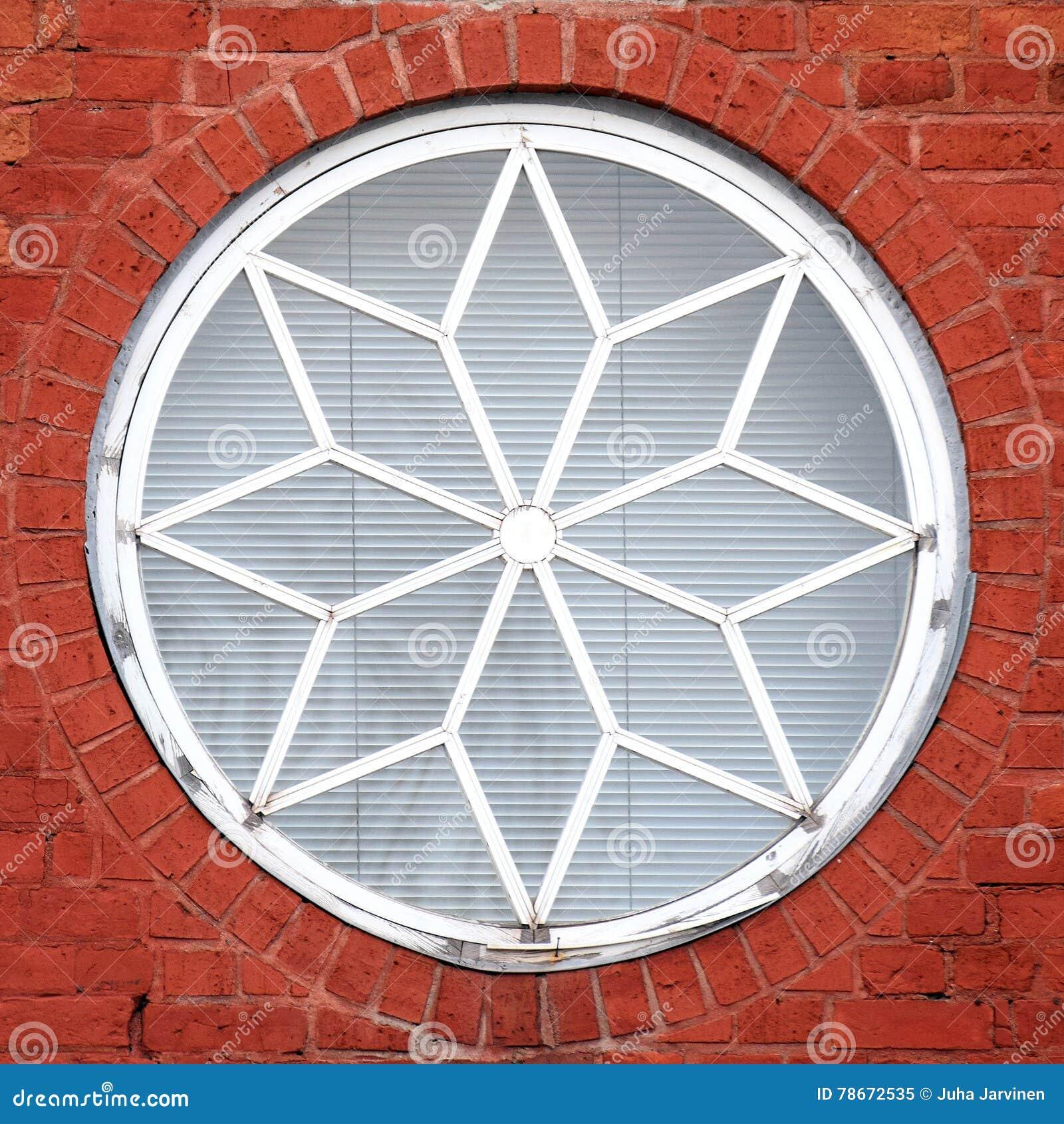 rundes fenster verdunkeln cheap hersteller shutters gebogen rund runder vorhang raffrollo. Black Bedroom Furniture Sets. Home Design Ideas