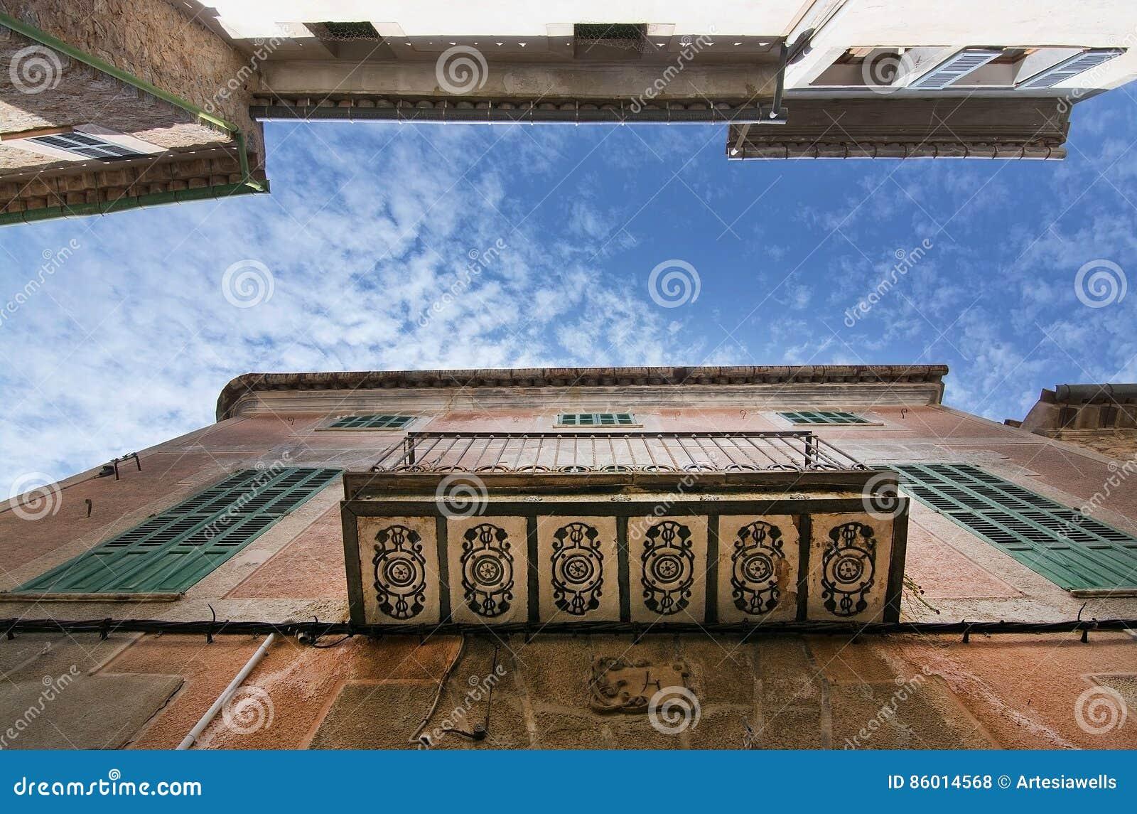 Dekorerad balkong Soller