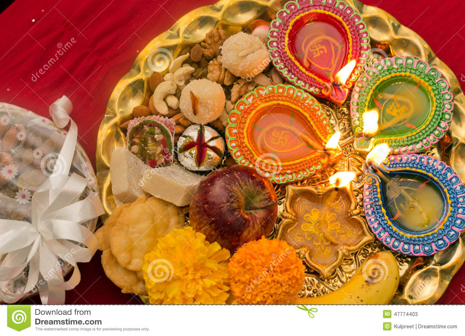 Dekorerad Diwali thali