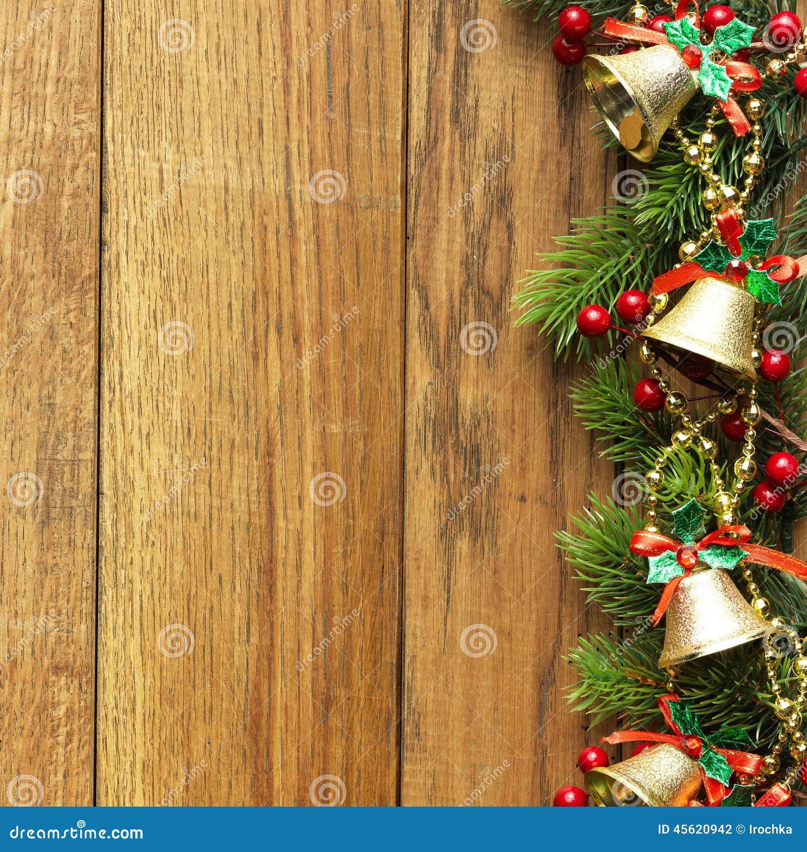 Dekorerad julgrangräns på wood panel