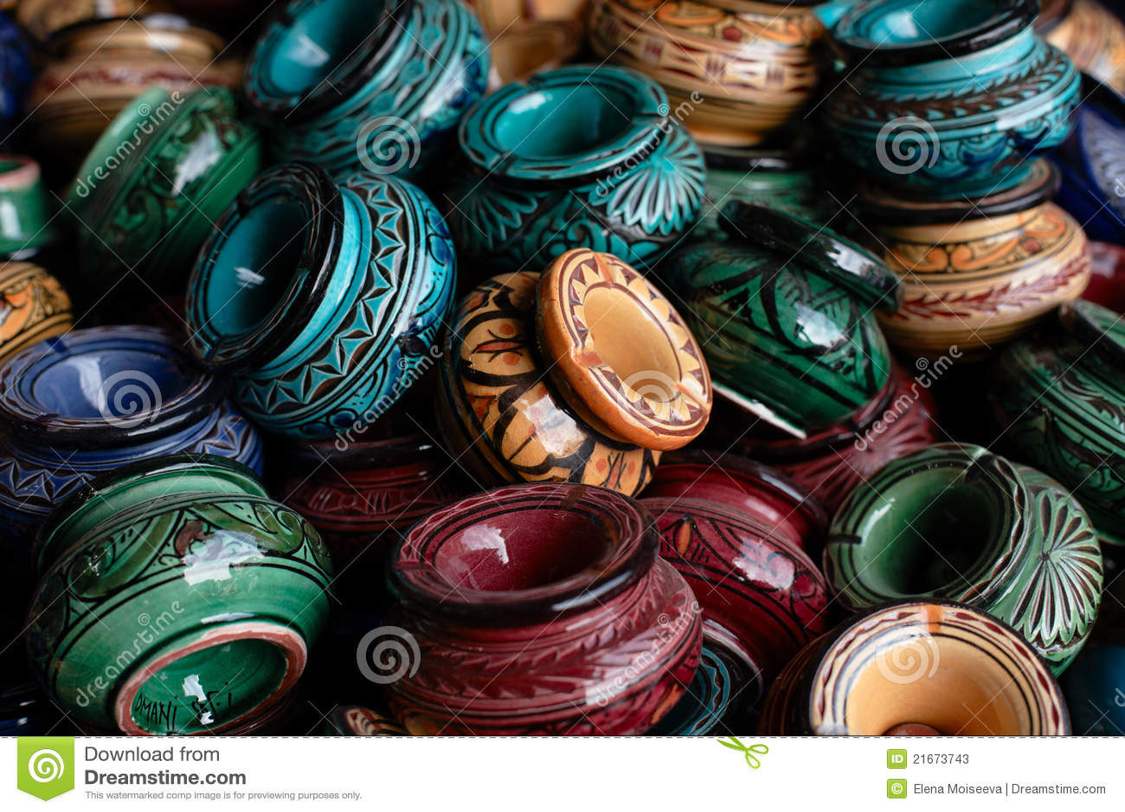 Dekorerade askfat och traditionella morocco