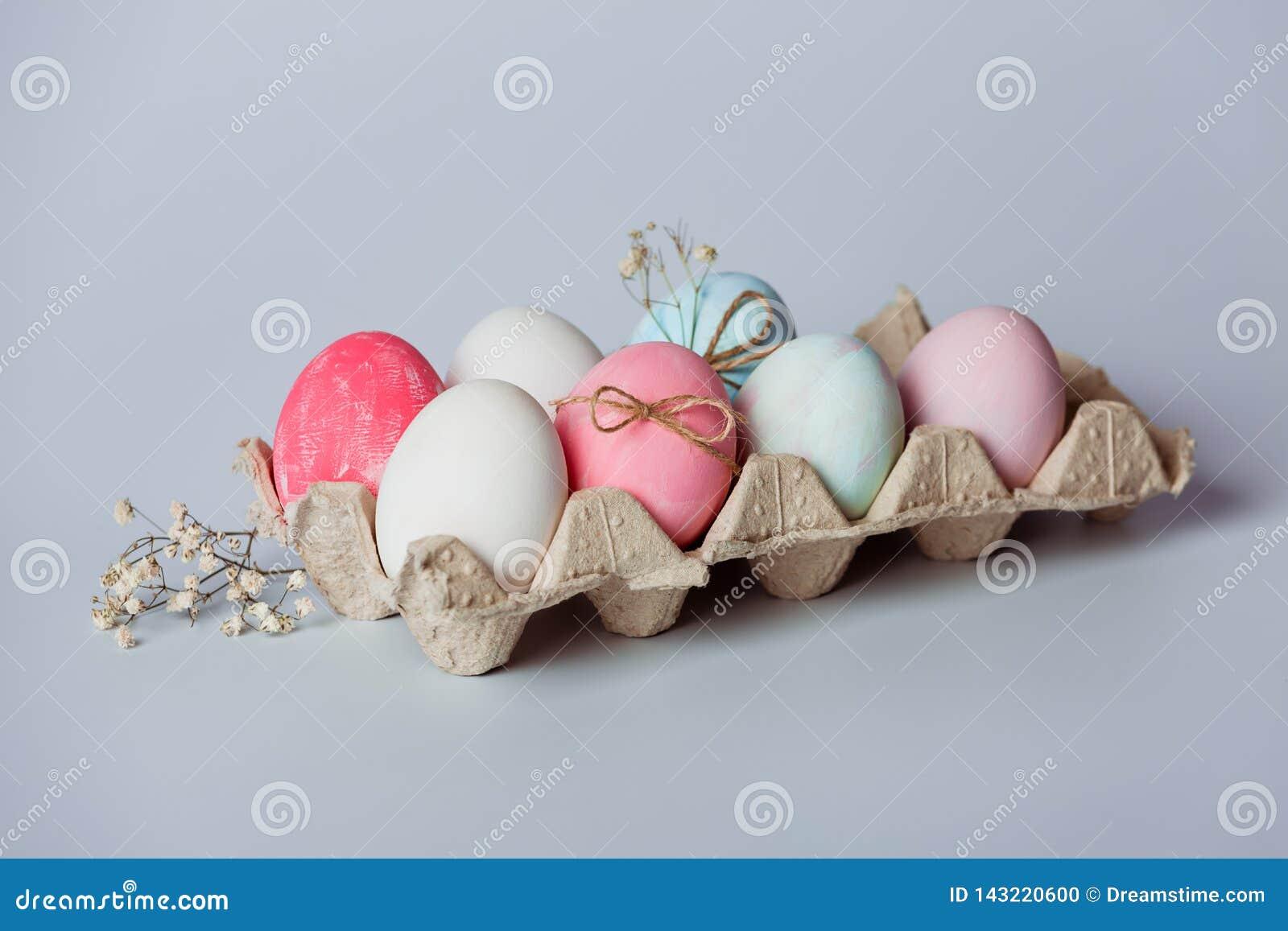 Dekorować jajka Wielkanoc przychodzi wkrótce