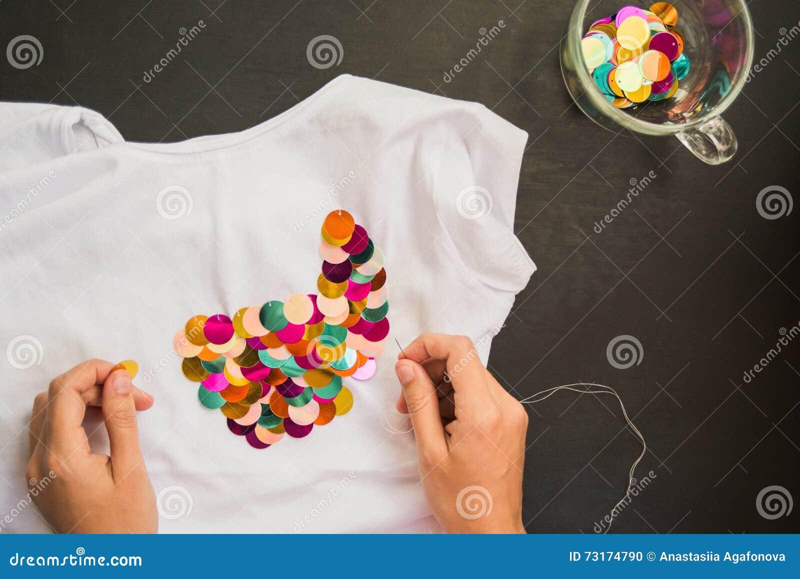 Dekorujący z cekinu tshirt dla prezenta