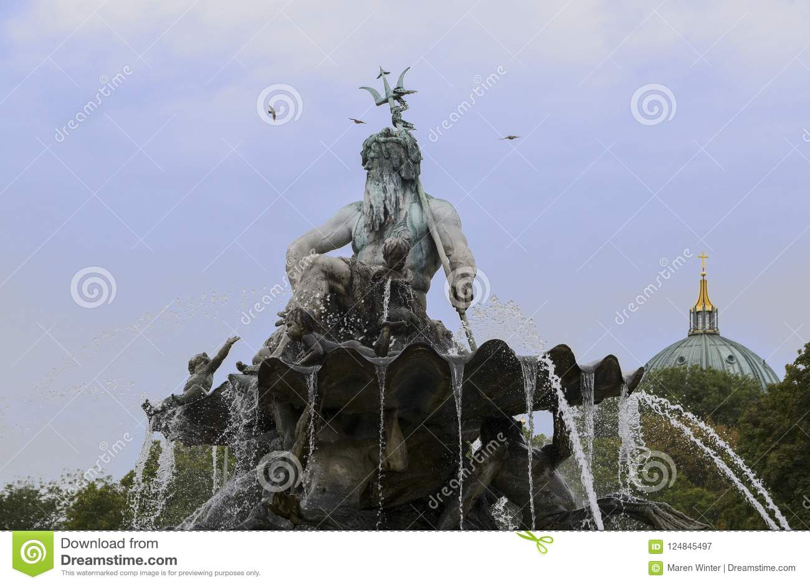 Del av Neptunspringbrunnen i Berlin med den grekiska guden Poseid