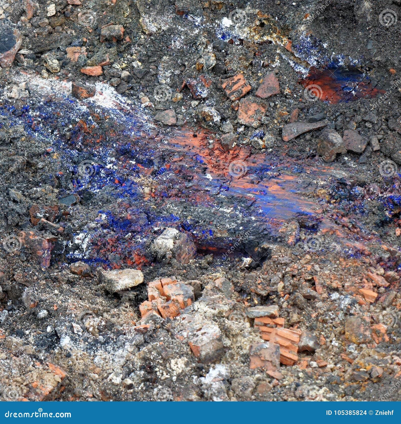 ` Del azul de Berlín del `, un compuesto venenoso del cianuro, ácido cianhídrico, en el subsuelo del emplazamiento de la obra par