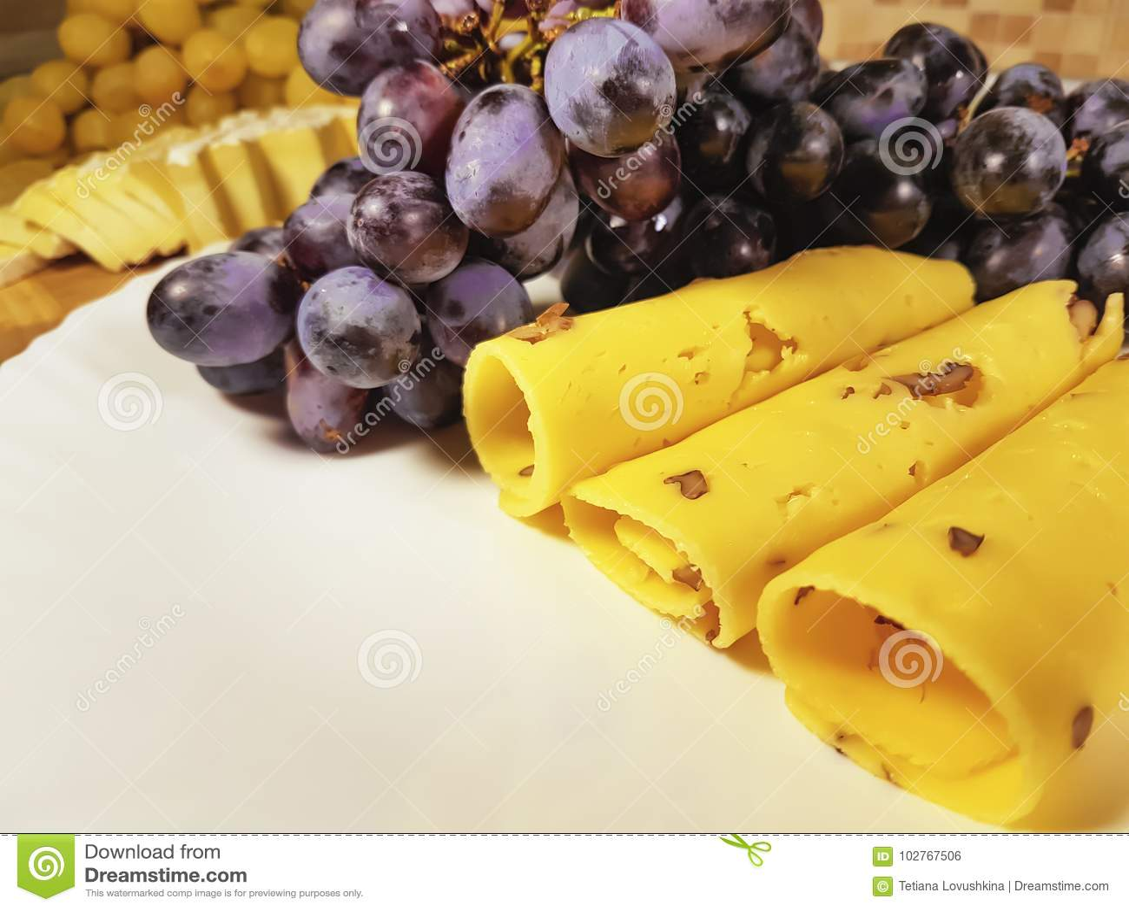 Del queso todavía de las uvas nueces de la placa de la vida