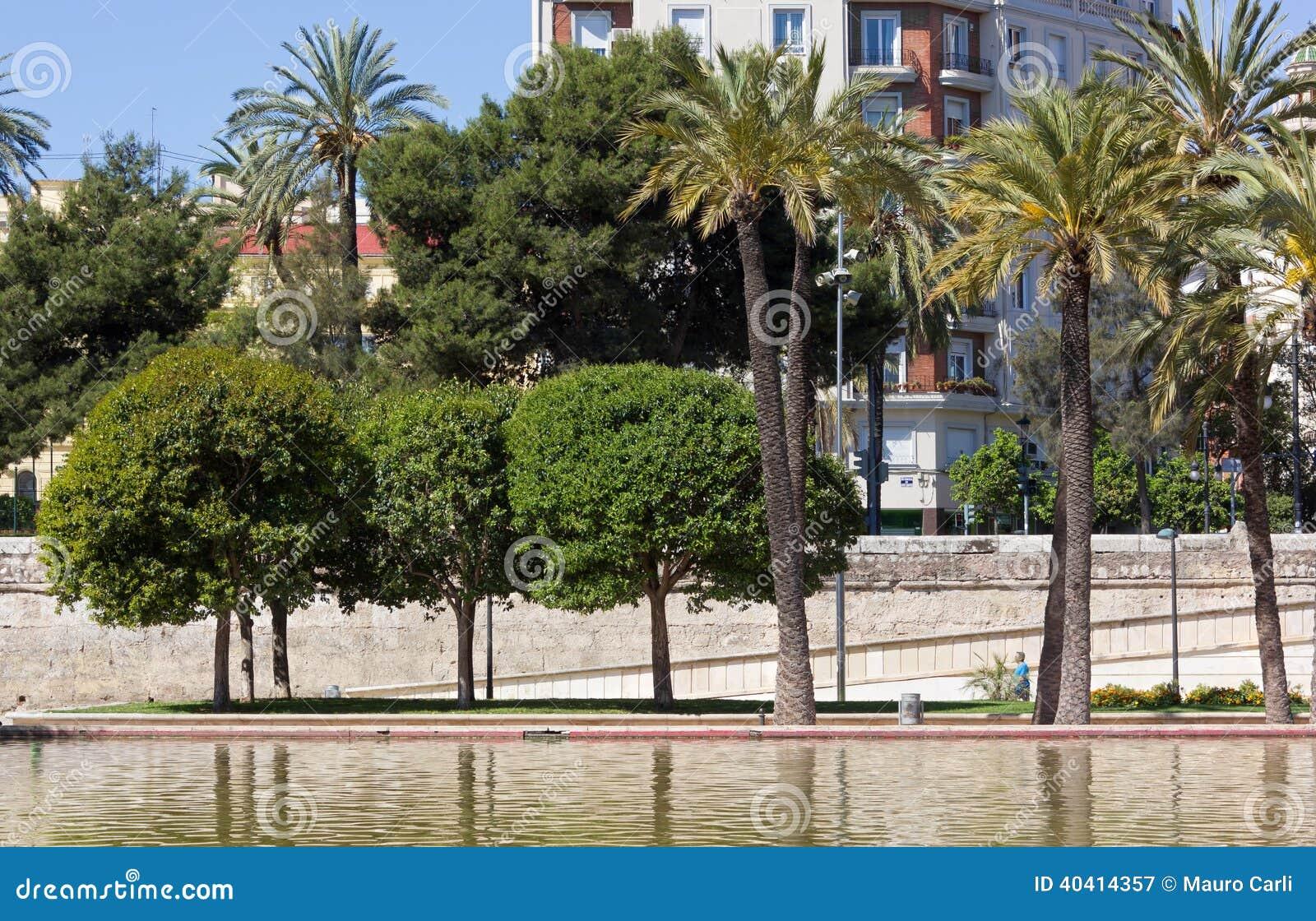Del turia park de jardin valence for Piscine jardin valence
