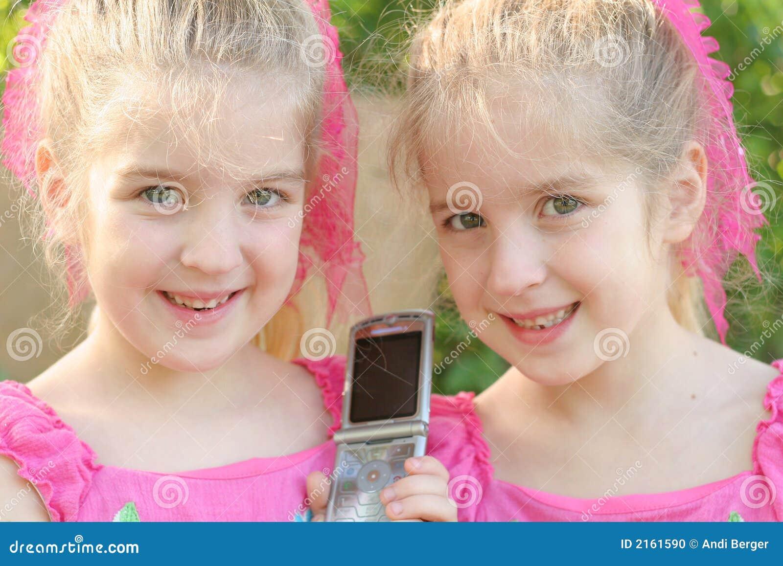 Dela för cellflickaphon som är tvilling-