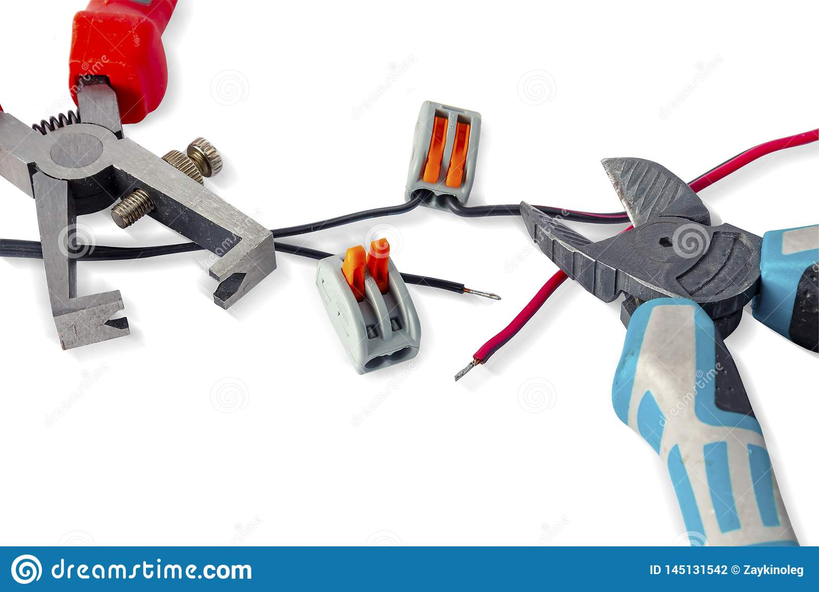 Delar f?r bruk i elektriska installationer Klippt platt