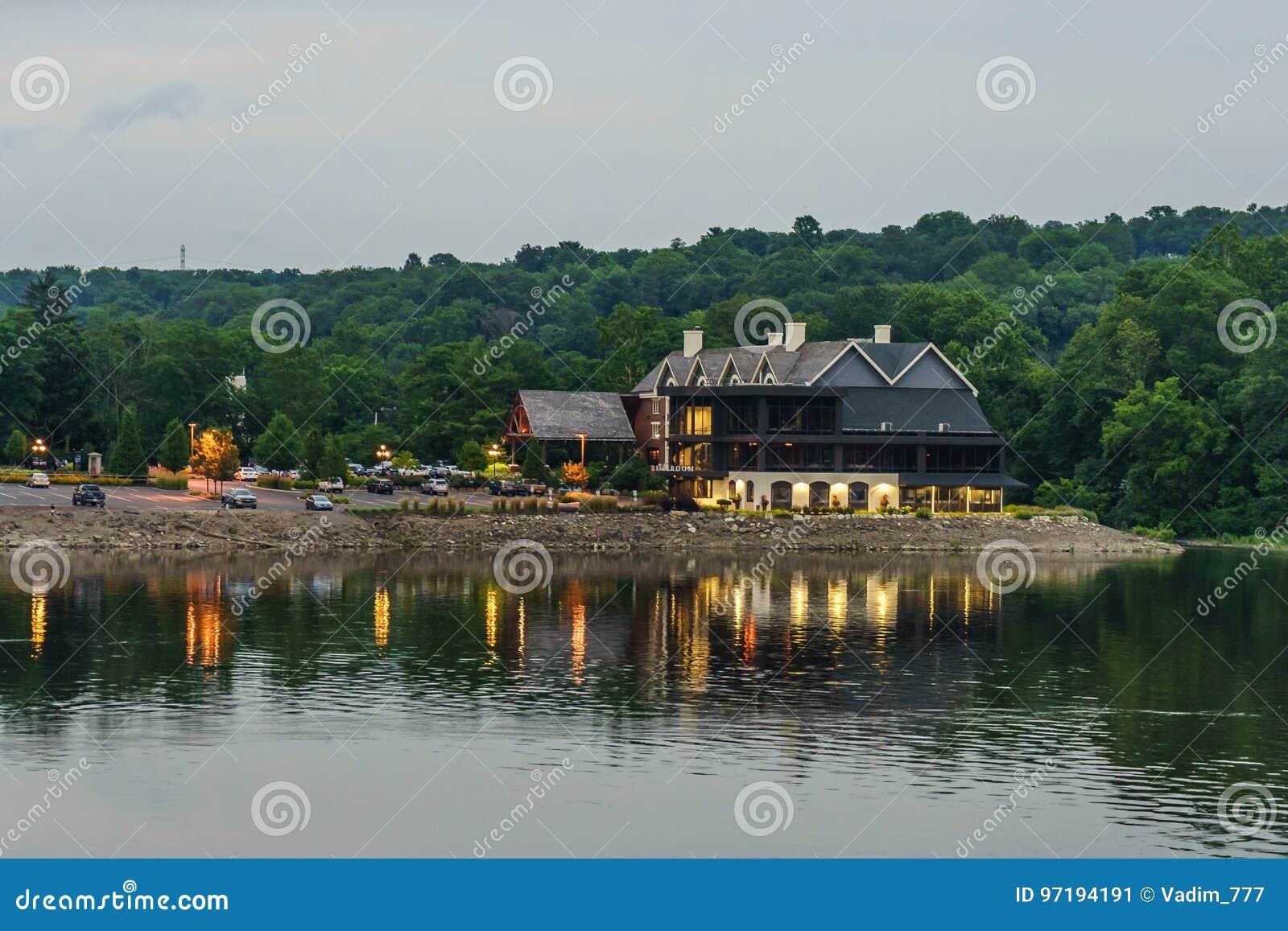 Delaware River på sommar från historiskt nytt hopp, PA