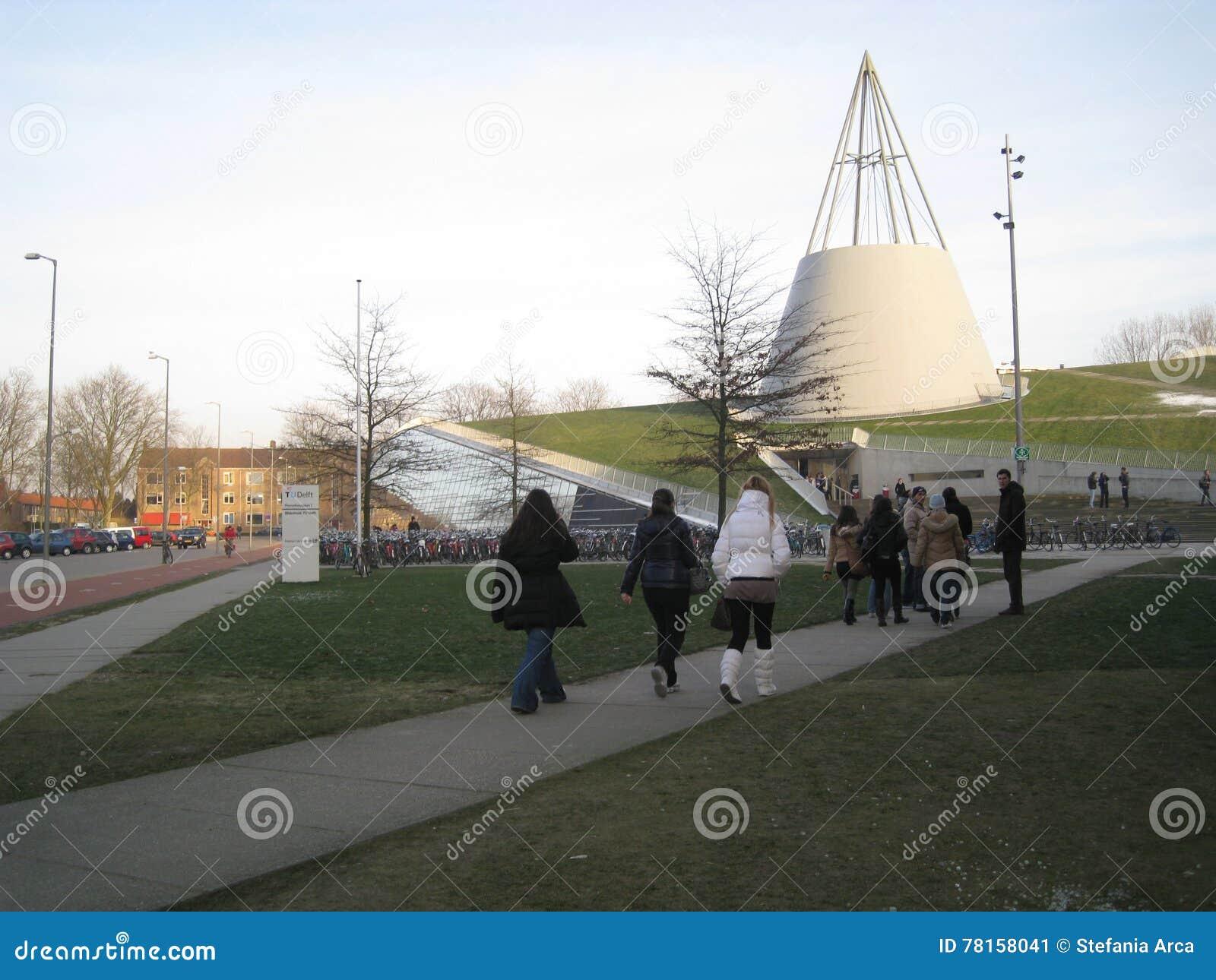 Delft, Nederland - 11 Februari, 2010: De Bibliotheek van Turkije DELFT overtreft