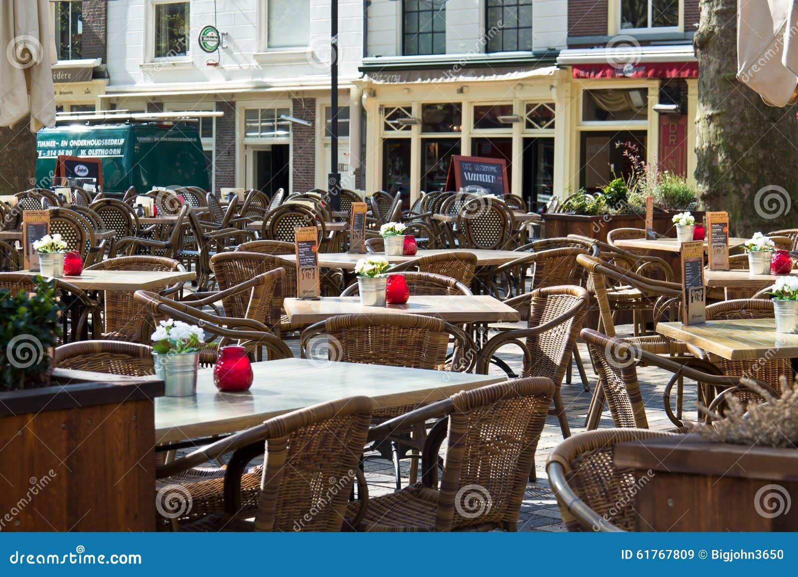 DELFT/NETHERLANDS - 16 avril 2014 : Patio extérieur de restaurant de café