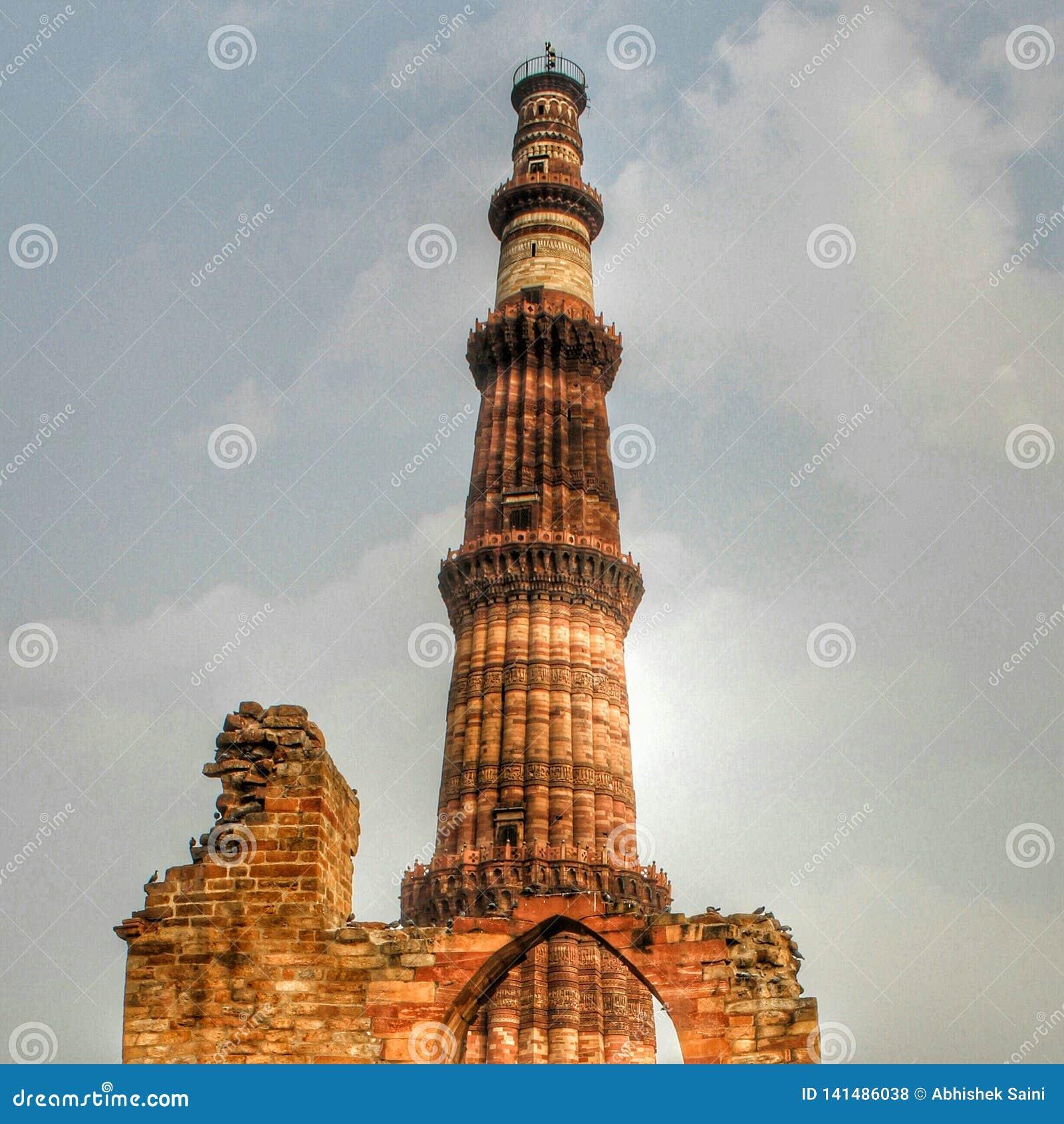 DELHI, INDE - 7 mars 2019, Qutub Minar, un minaret qui fait partie du complexe de Qutab, un site de patrimoine mondial de l UNESC