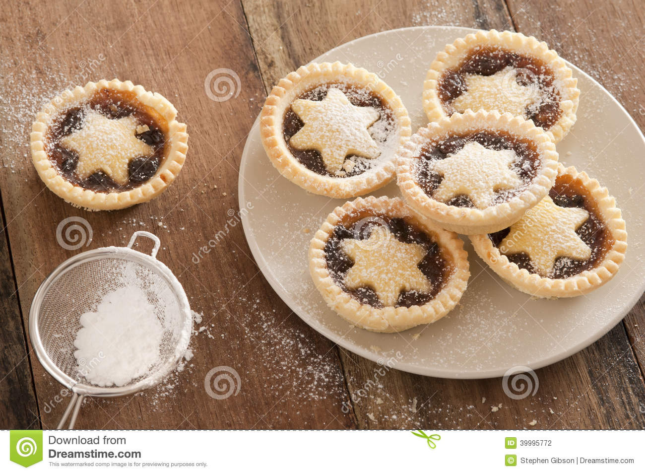 Delicious Christmas mince pies with stars & Delicious Christmas Mince Pies With Stars Stock Photo - Image of ...