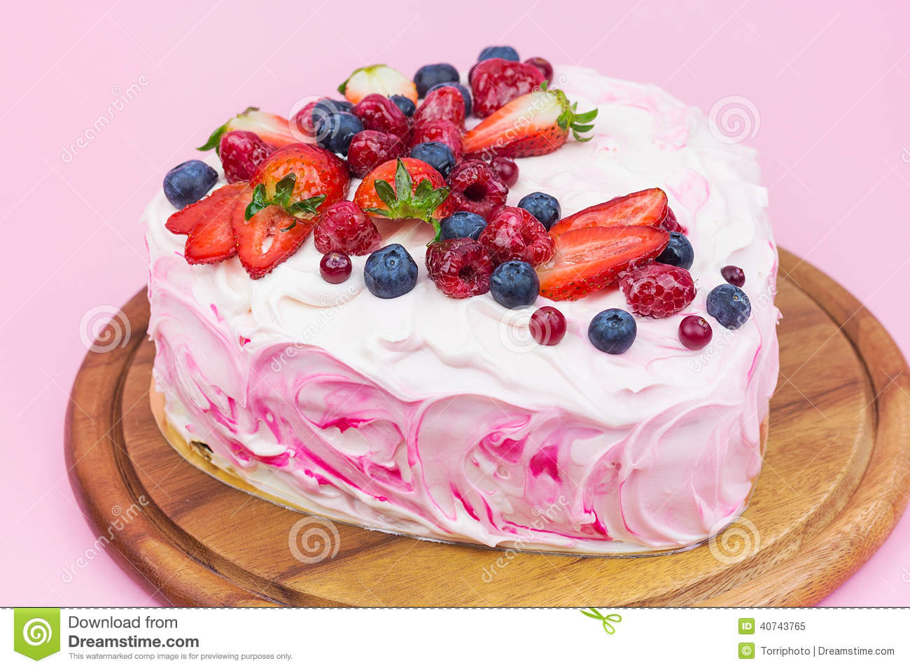Delicious Heart Shaped Cream Cake With Berries Stock Image ...