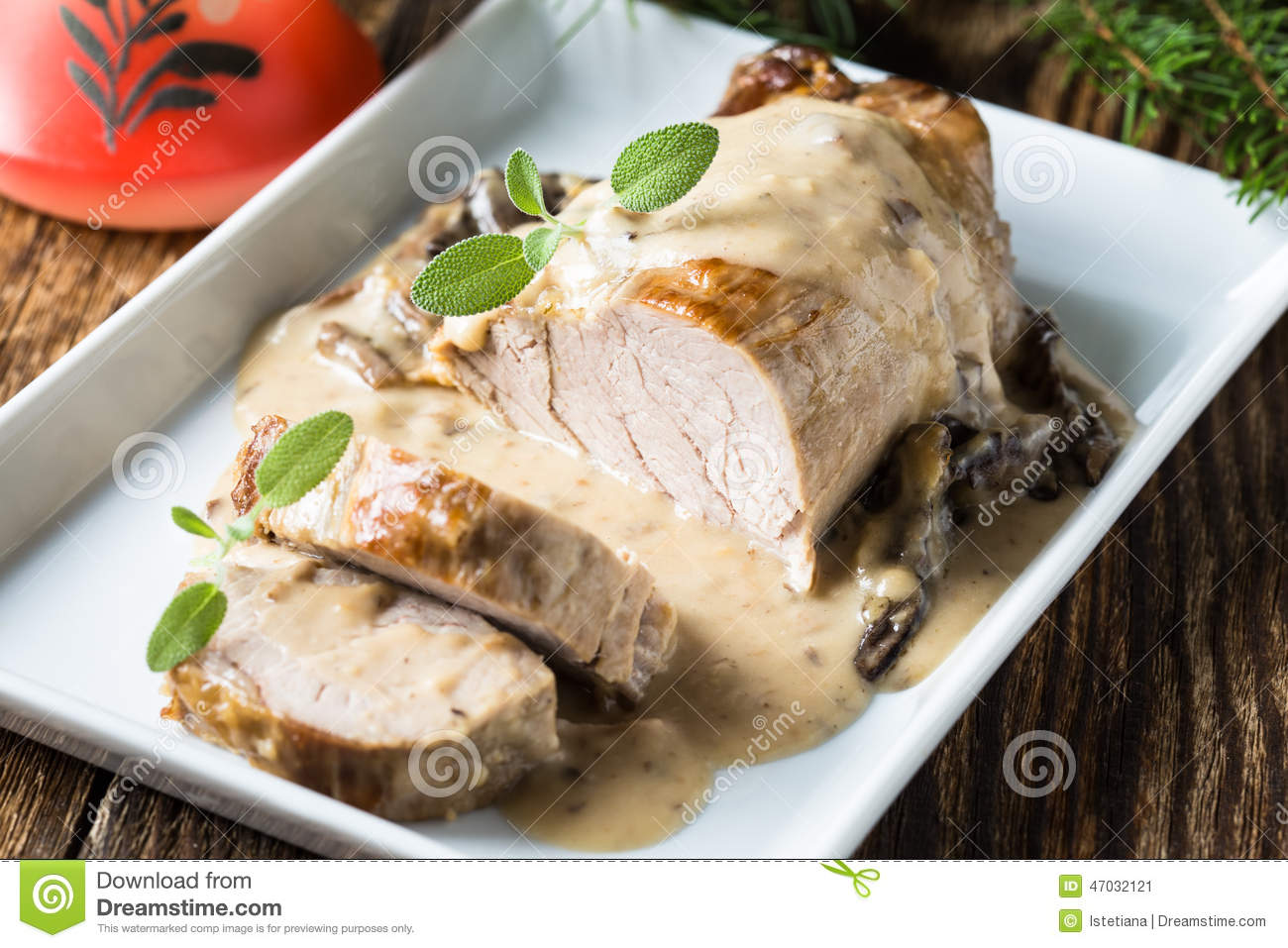 Served With Sauce In The Roast Beef Fillet Served With | Short News ...