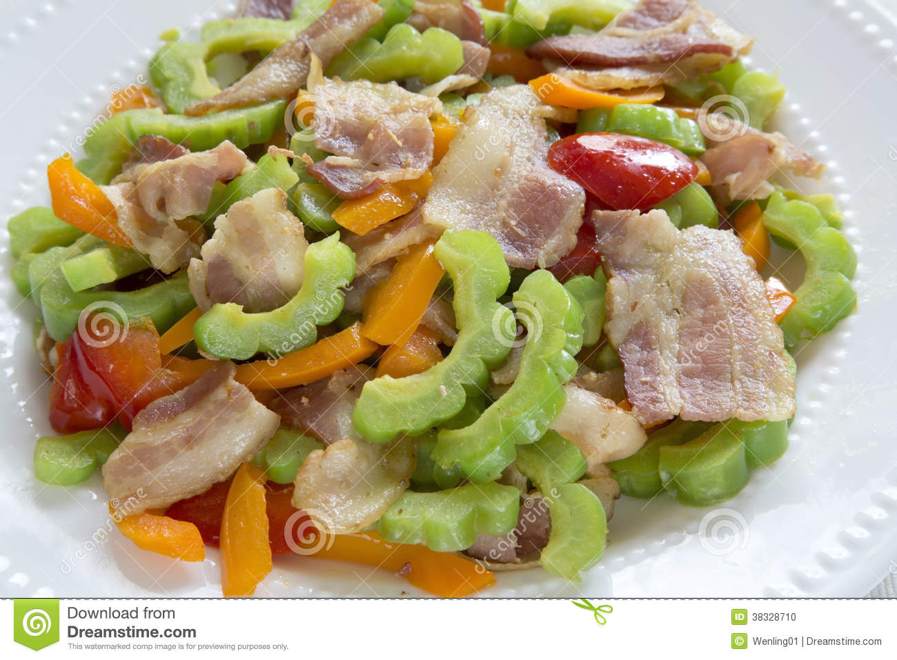 Delicious stir-fry bacon and bitter melon