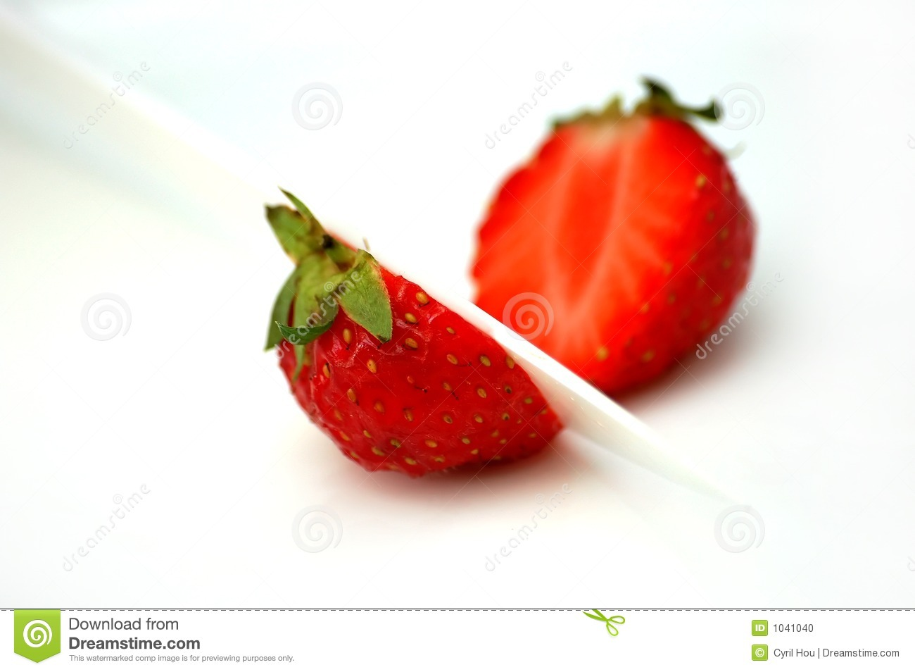 how to store cut strawberries