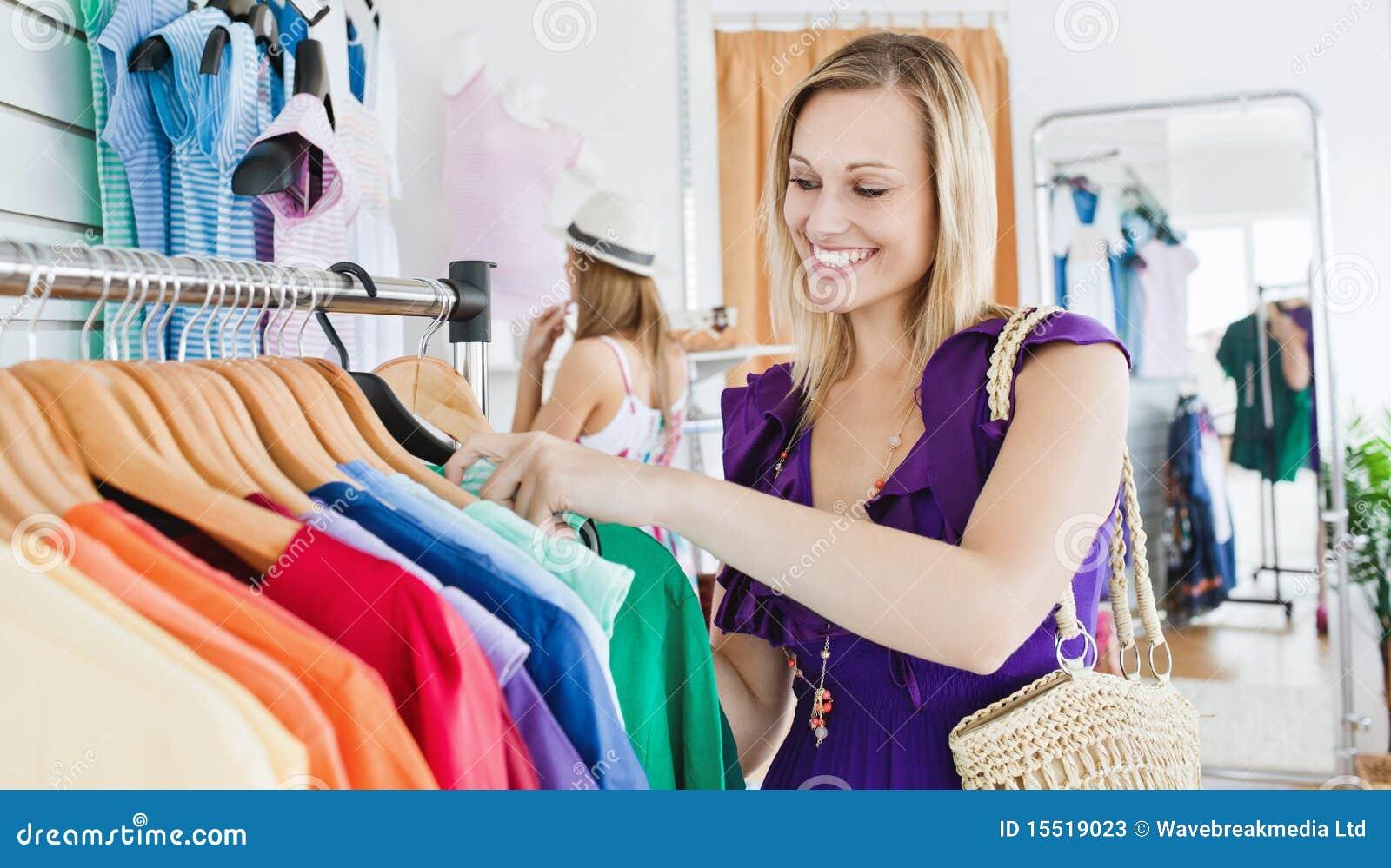 Трахнул продавщицу в магазине, С продавщицей - бесплатное порно онлайн 23 фотография