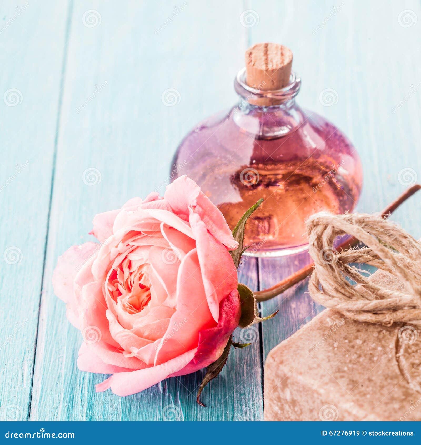 Delikat rosa färgros, handgjord tvål och aromatisk olja