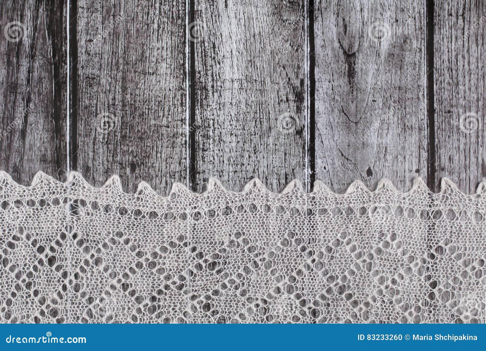 Delikat virkat woolen dunigt material över lantlig träbakgrund