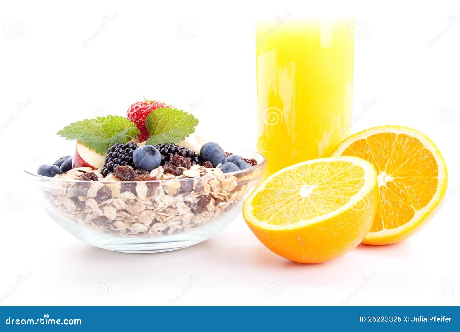 Deliscious zdrowy śniadanie z płatkami i owoc odizolowywającymi