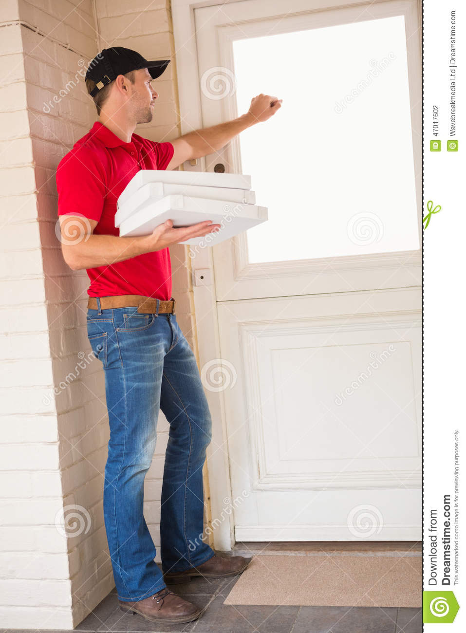 delivery door ... & Delivery Man Holding Pizza While Knocking On The Door Stock Photo ... Pezcame.Com