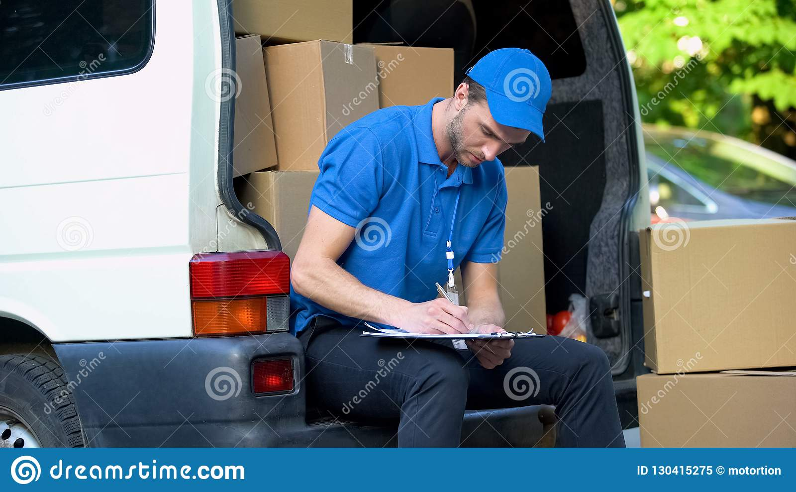 Delivery Man Stocktaking Checklist With Amount Of Parcels Part Time