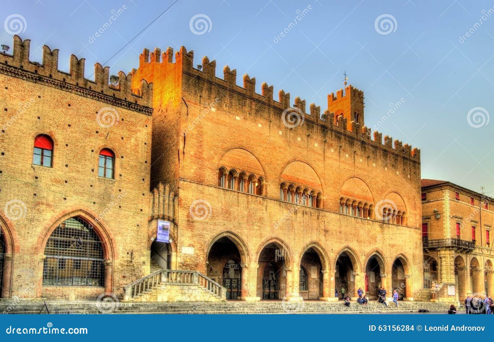 Dell Arengo di Palazzo sulla piazza Cavour a Rimini