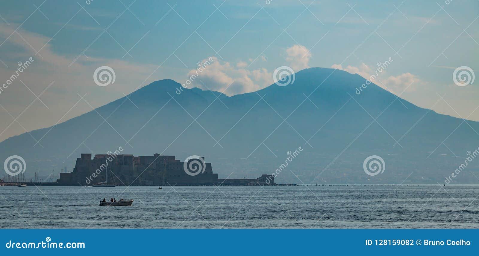 Dell& x27 de Naples le mont Vésuve et de Castel ; Ovo VI