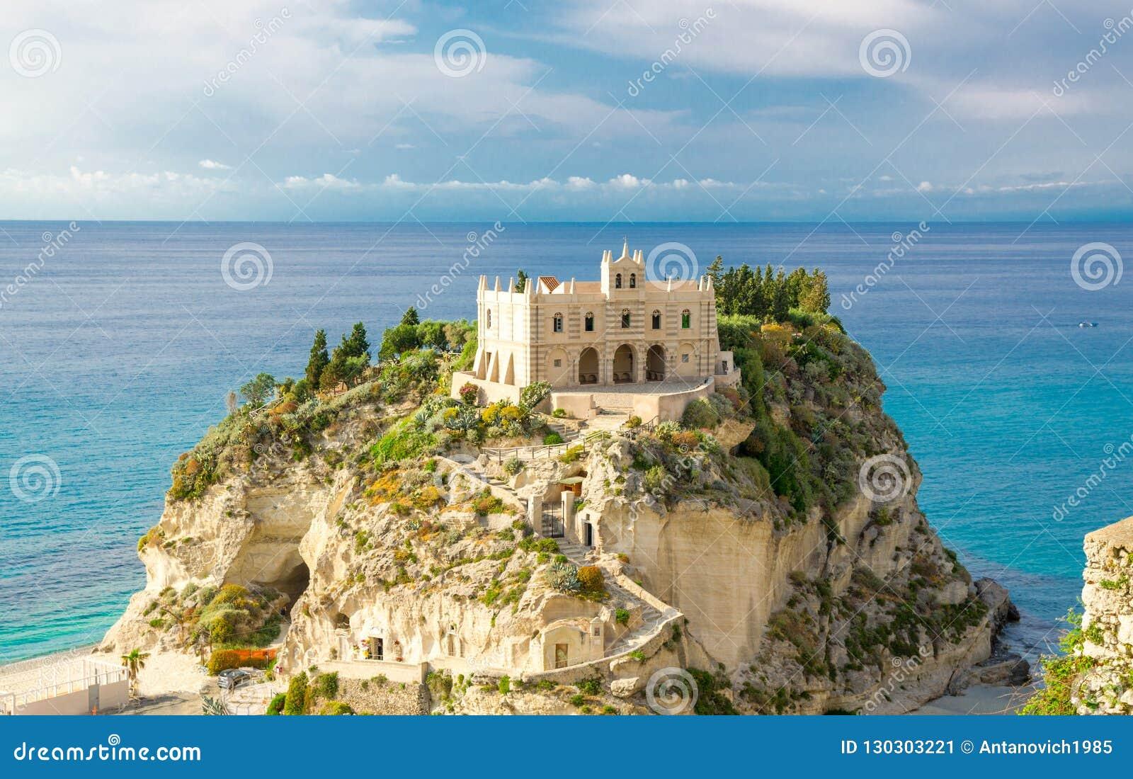 Dell Isola su roccia superiore, Tropea, AIS di Santa Maria della chiesa del santuario