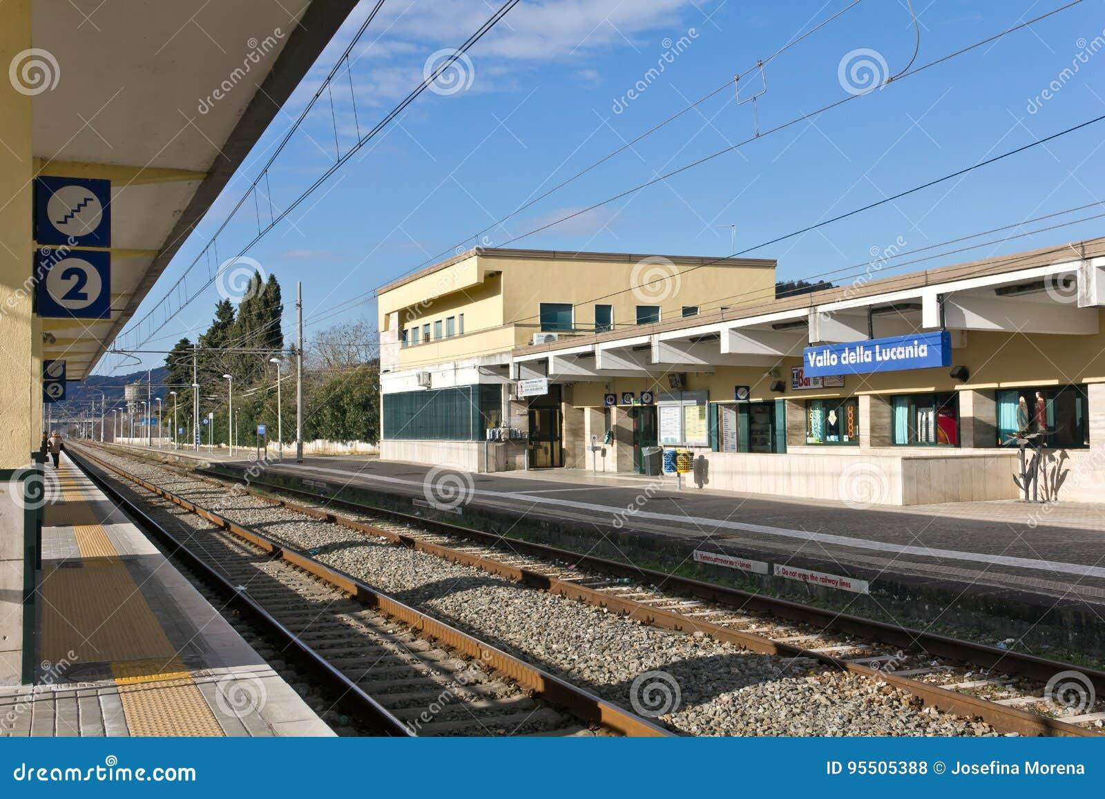 Della Lucania-Castelnuovo di Stazione Ferroviaria di Vallo