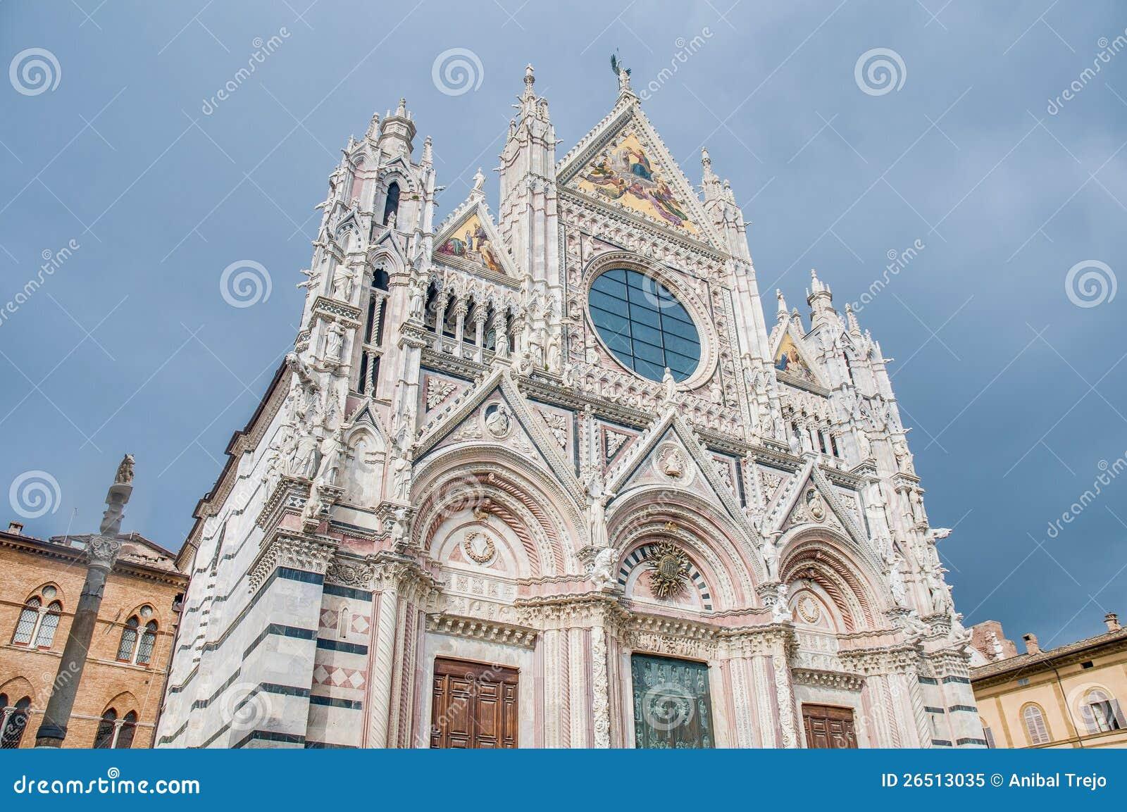 Della Scala de Santa Maria, uma igreja em Siena, Italy
