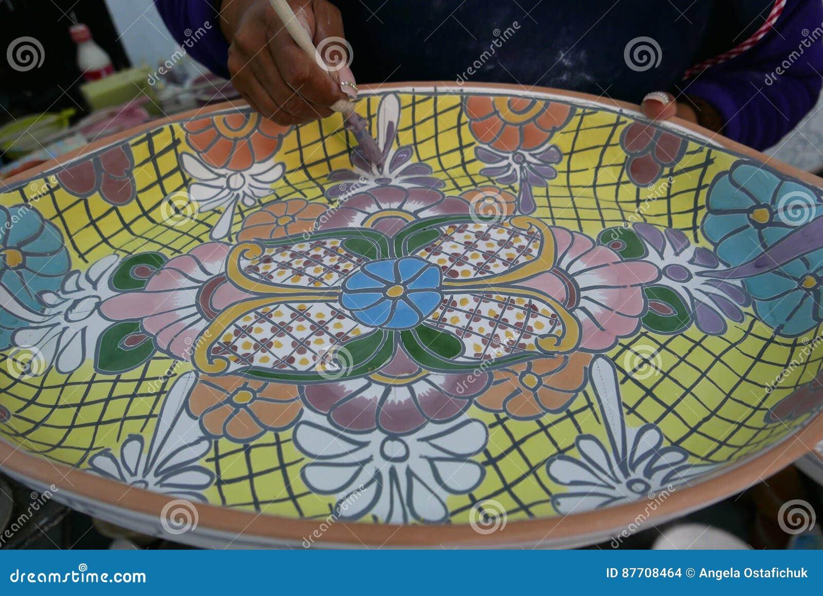 Delores Hidalgo, Mexique 10 janvier 2017 : Poterie de peinture de personnes