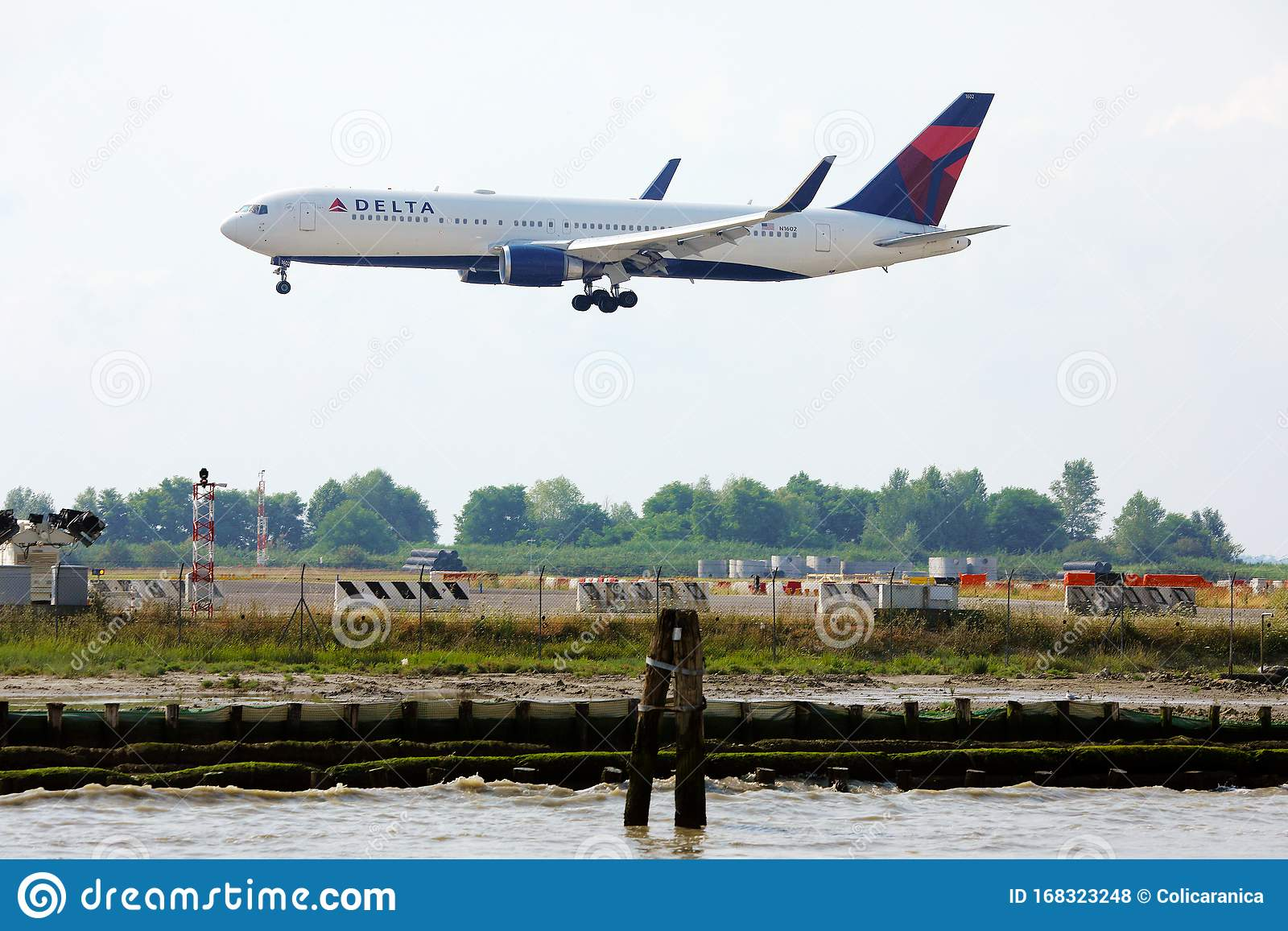 Delta Airplane Taxiing On Venice Marco Polo Airport Vce Editorial Stock Photo Image Of Depart Airlines 168323248