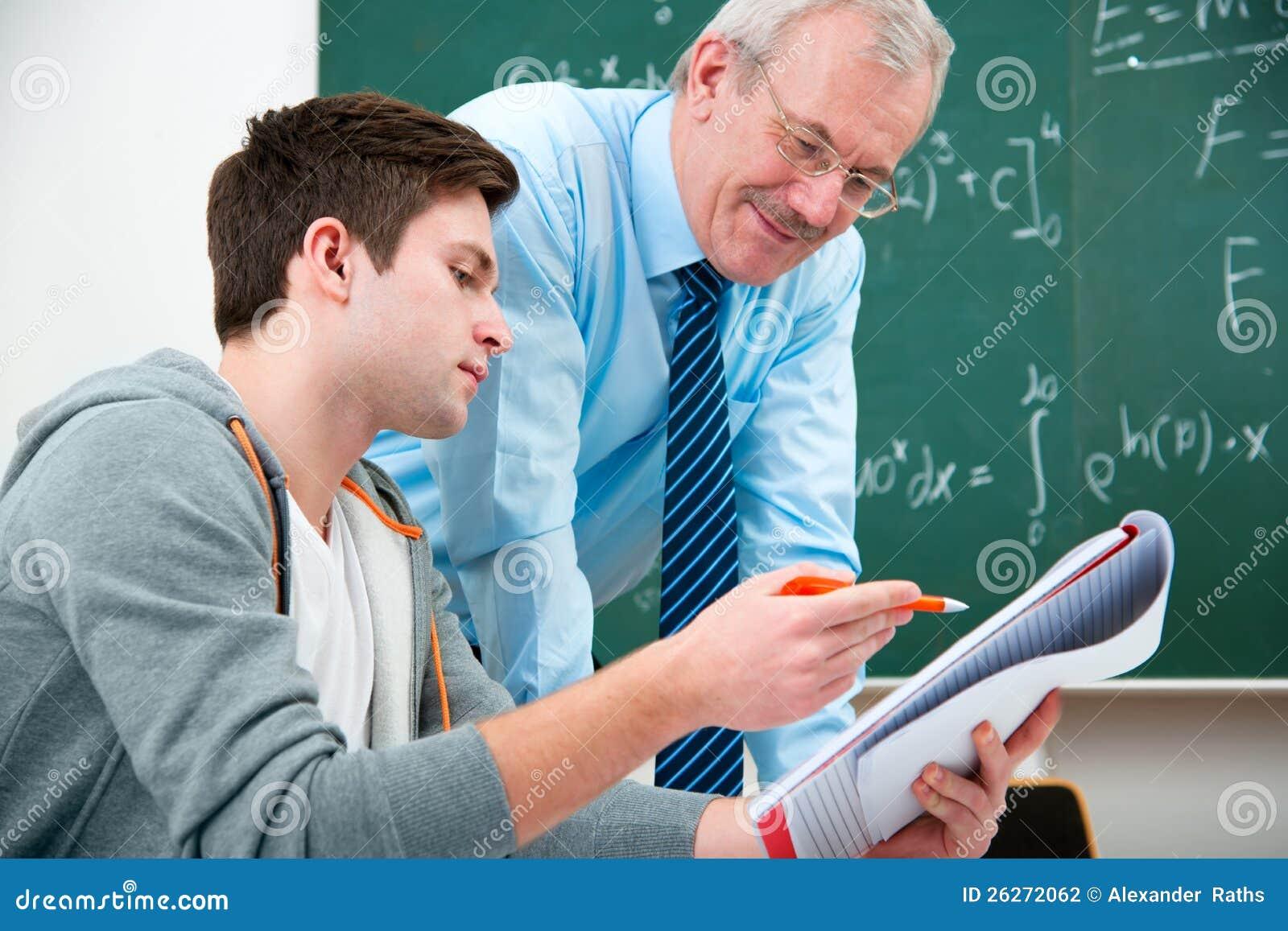 Deltagare med en lärare i klassrum