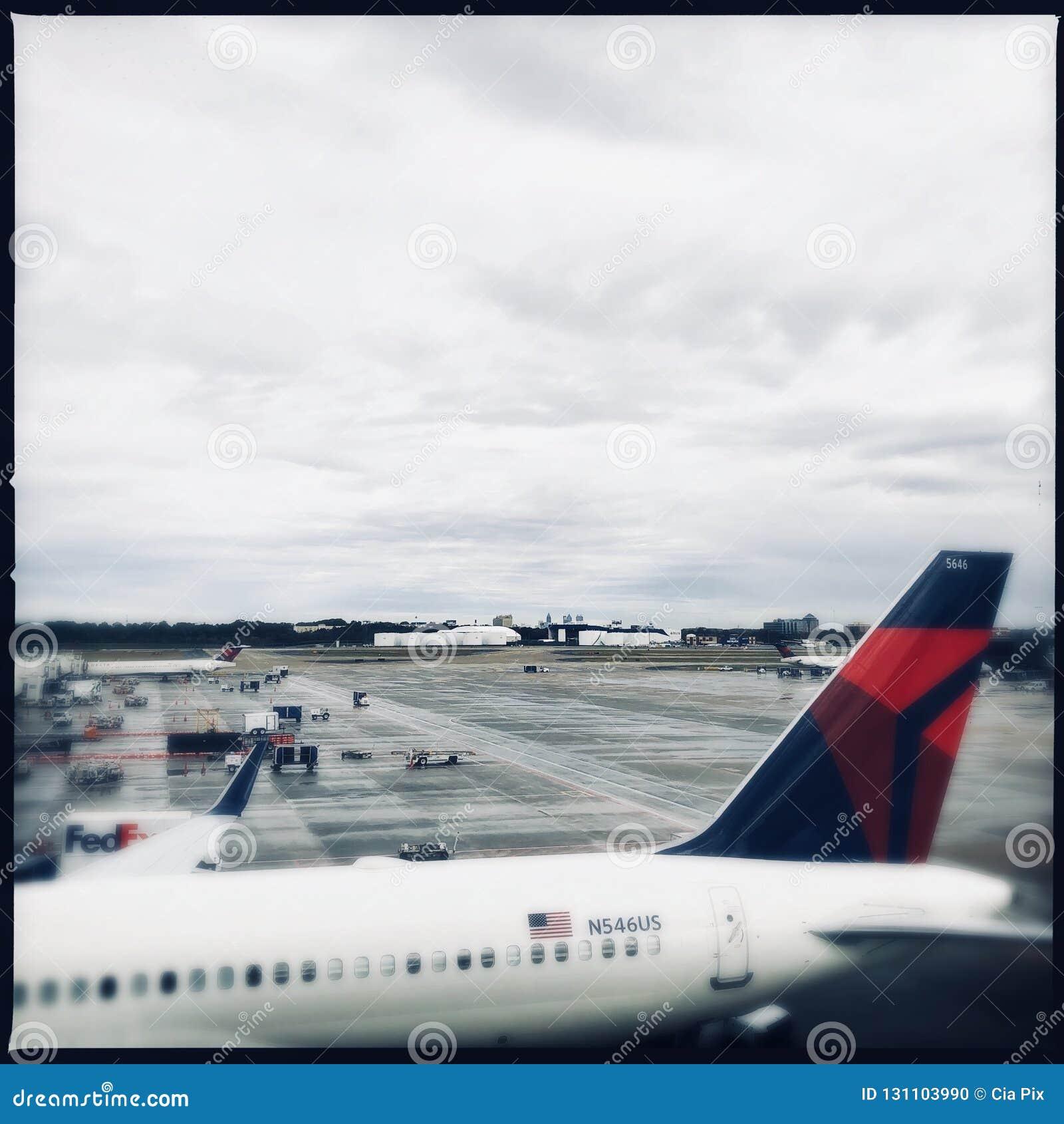 Deltavliegtuig bij de Luchthaven van Atlanta