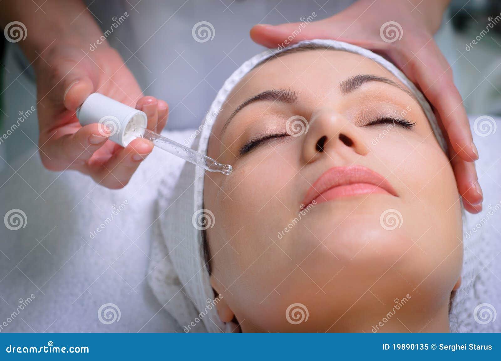 Demande de règlement de peau d Anti-ride au salon de beauté