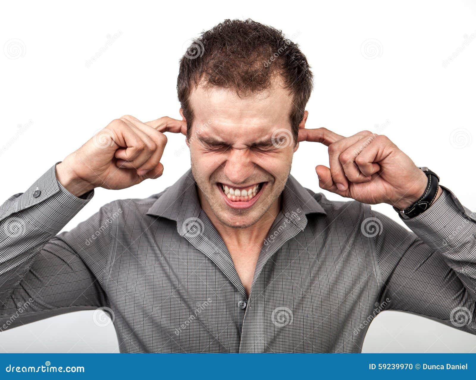 Demasiado concepto del ruido - sirva los oídos de la cubierta con los fingeres