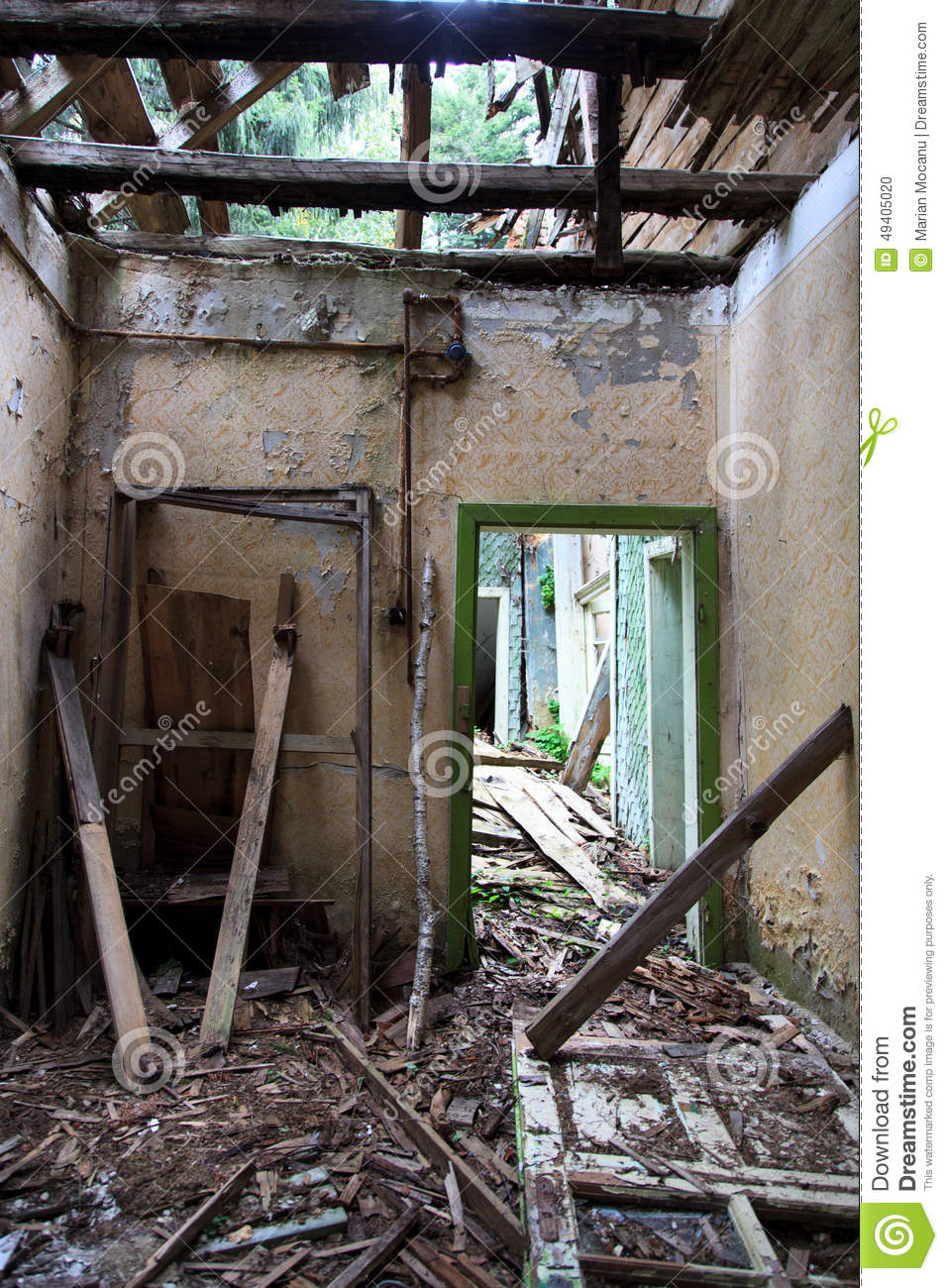 Download Demoliertes Haus stockfoto. Bild von ruine, wand, vermindert - 49405020