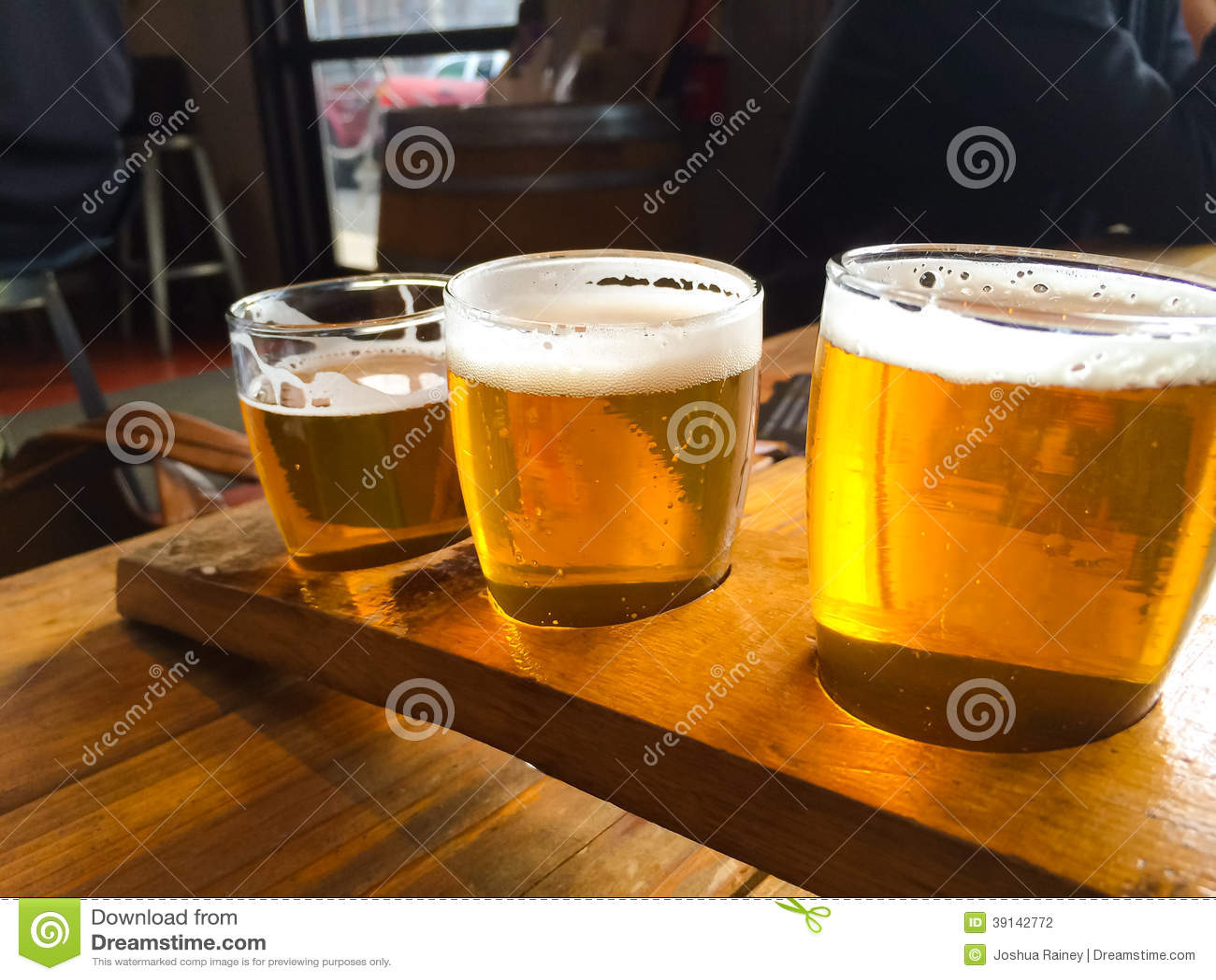Demonstrador da cerveja do ofício