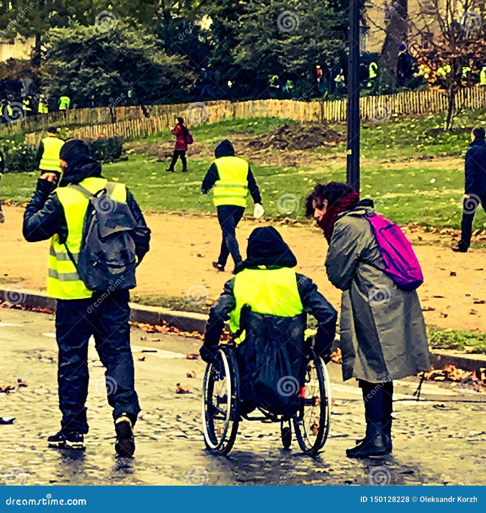 Demonstranten während eines Protestes in den gelben Westen