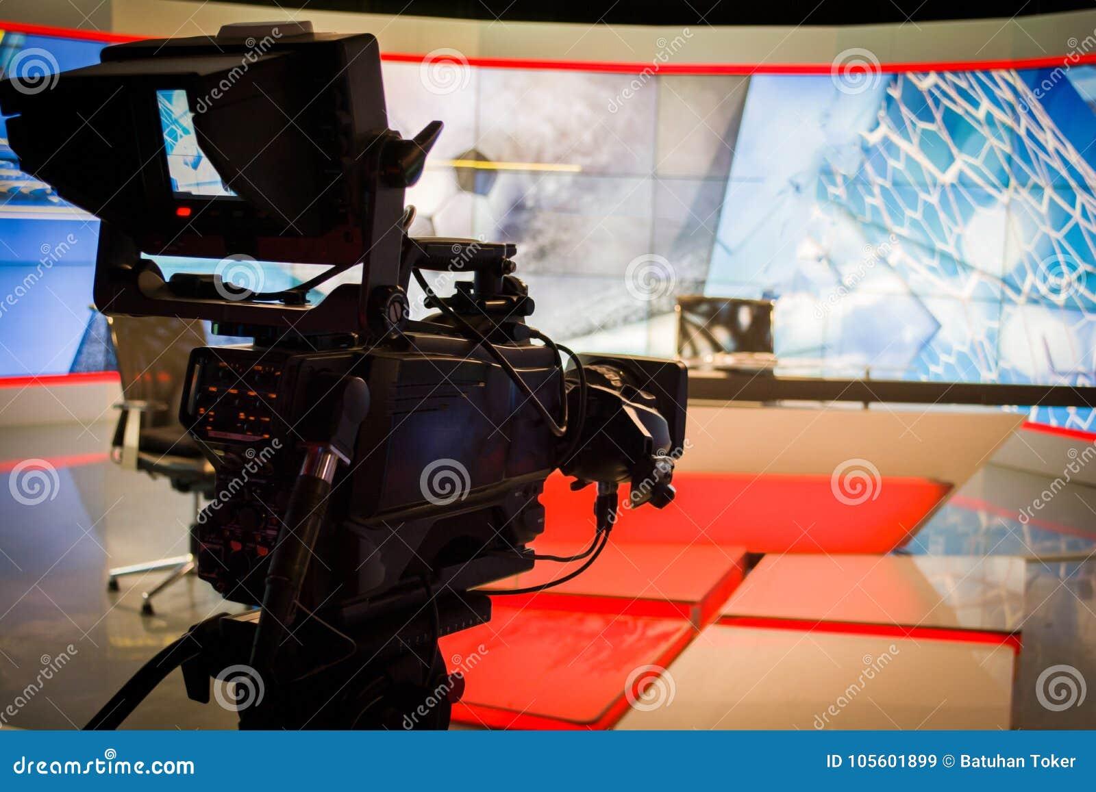 Demostración de la grabación de la lente de la cámara de vídeo en foco del estudio de la TV en la cámara ap