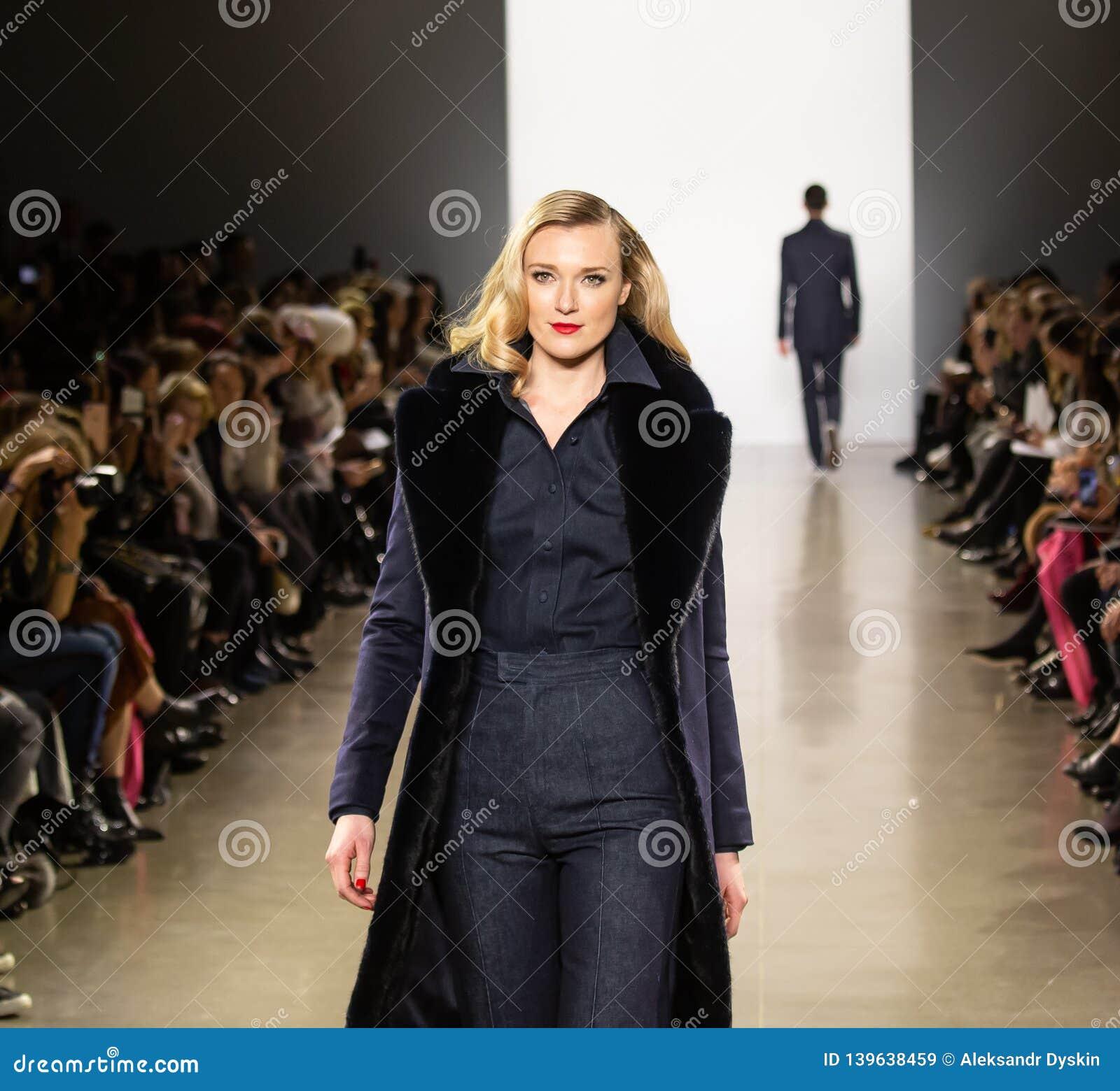 Demostración de la pista de Zang Toi FW19 como parte allí del New York Fashion Week