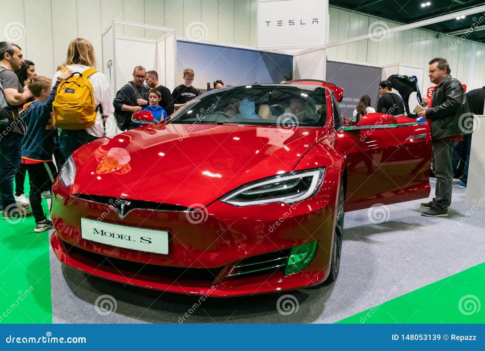 Demostración 2019 de S At London Motor del Tesla Model