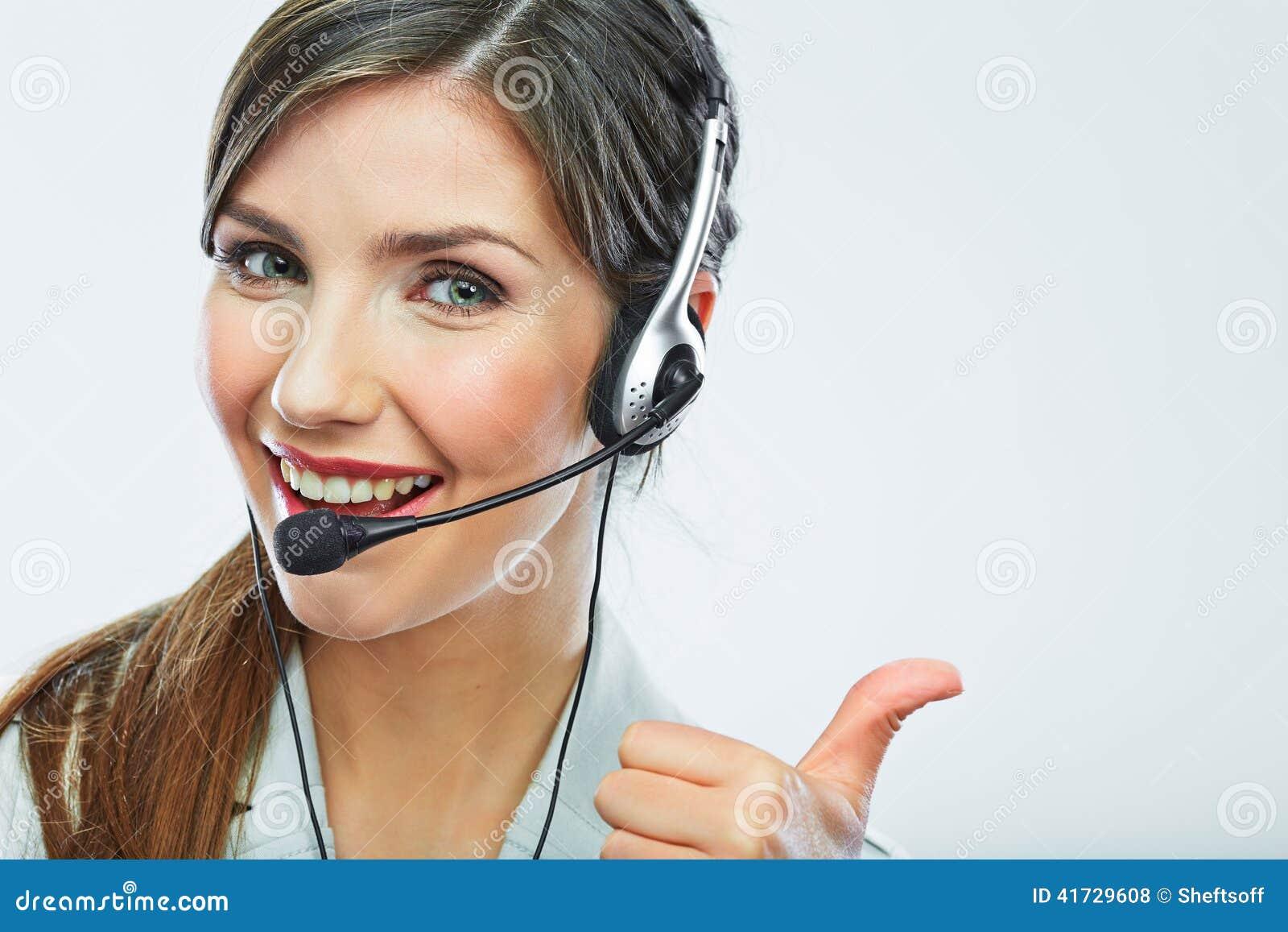 Demostración del pulgar del operador de la atención al cliente operación sonriente del centro de atención telefónica