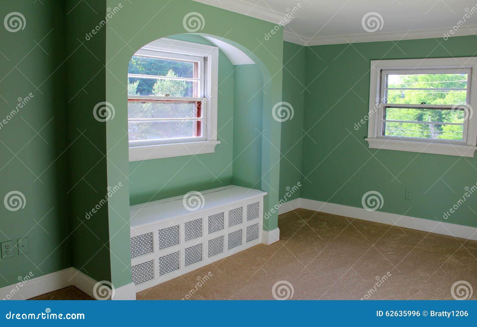 Demostración hermosa de la artesanía en la arquitectura interior del hogar
