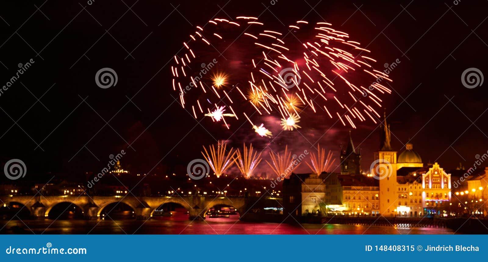 Demostraci?n del fuego artificial del A?o Nuevo 2019 sobre Praga